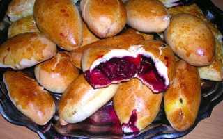 Пиріжки з вишнею — рецепти приготування в духовці, з свіжої та замороженої ягодою, з дріжджового тіста, відео