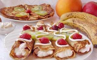 Заварні млинці на кефірі з фруктами і збитими вершками. Покроковий рецепт з фото