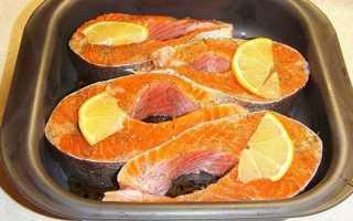 Форель, запечена в духовці з овочами, під вершковим соусом — покрокові рецепти з фото, відео