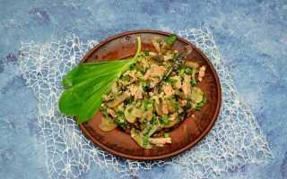 Весняний салат з черемшею, лососем і печерицями. Покроковий рецепт з фото