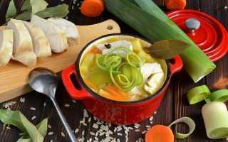Рисовий суп з курячою грудкою і цибулею пореєм. Покроковий рецепт з фото