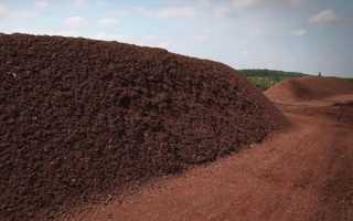 Торф — промислове виробництво органічного добрива, відео