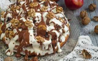 Бісквітний торт з волоськими горіхами і сметанним кремом. Покроковий рецепт з фото