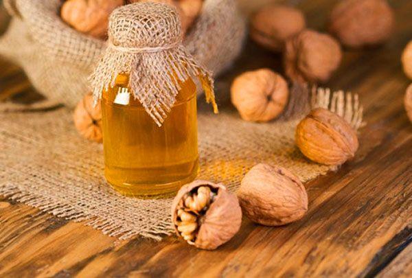 Волоські горіхи з медом - користь і шкода для чоловіків, жінок, як  приймати, відео